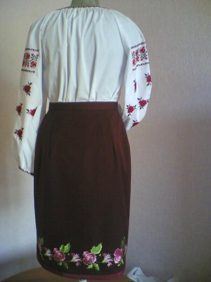 Женский Украинский национальный костюм, вид сзади